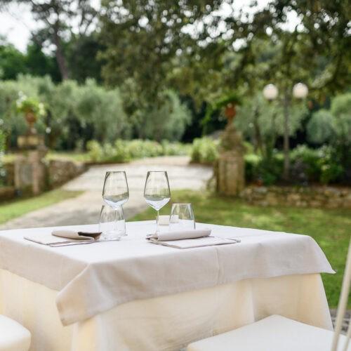 Hotel Villa San Michele - tavola apparecchiata in giardino